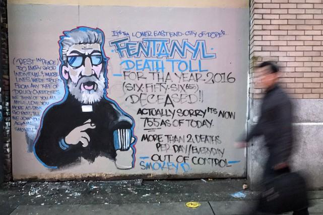 L'artiste Smokey D. a peint une murale qui... (Photo Darryl Dyck, La Presse canadienne)