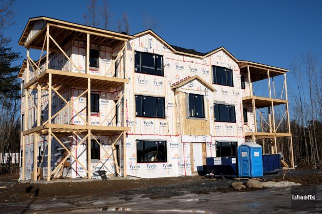 La construction résidentielle et commerciale a permis à... (Alain Dion, archives La Voix de l'Est)
