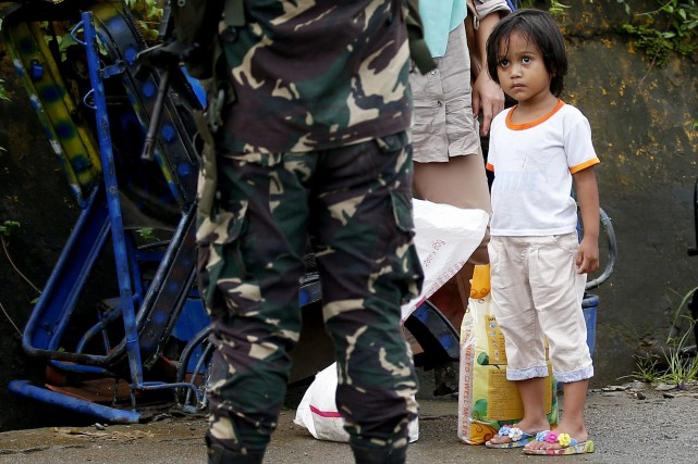 Des milliers de soldats philippins livrent depuis le... (PHOTO AP)