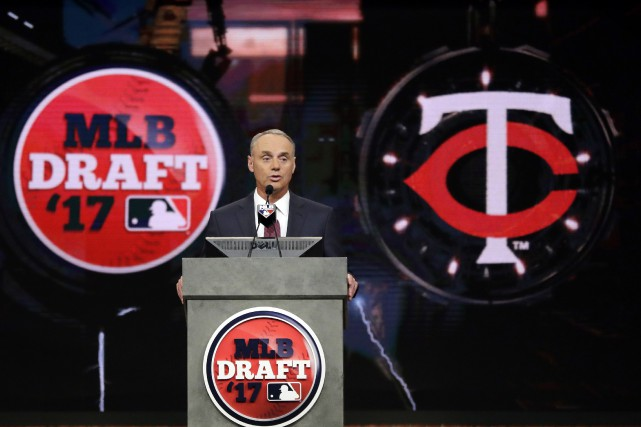 Le commissaire de la MLB Rob Manfred a... (PHOTO AP)