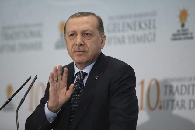 «S'efforcer d'isoler un pays dans tous les domaines... (AP)