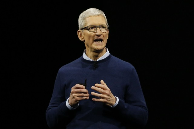 Le président et chef de la direction d'Apple, Tim Cook.... (Photo Stephen Lam, REUTERS)