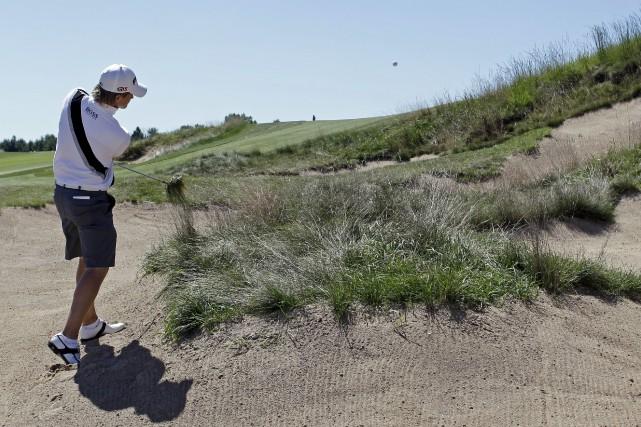 Les 138 fosses de sable du parcours peuvent... (Archives, Associated Press)