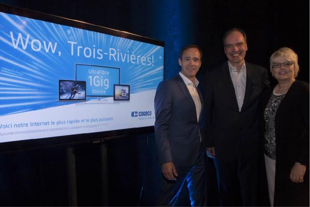 On retrouve sur la photo Michel Blais, vice-président,...
