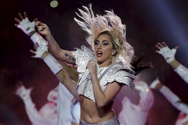 Lady Gaga lors du spectacle de la mi-temps... (Archives AP, Matt Slocum)