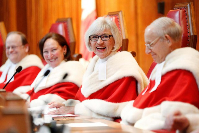 Beverley McLachlin (au centre), en 2015. La juge... (ARCHIVES REUTERS)