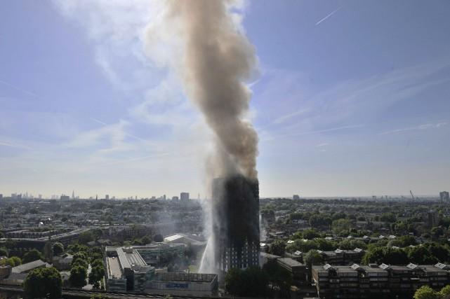 L'incendie de la tour Grenfell a fait au... (AP)