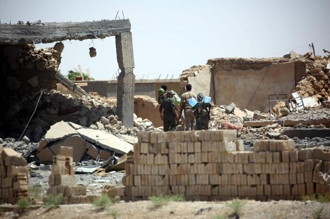 Plus de 320 000 personnes ont été tuées... (PHOTO AFP)