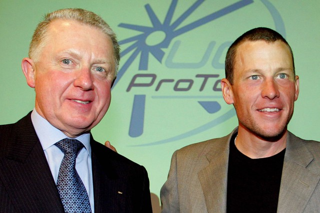 Hein Verbruggen avec Lance Armstrong en 2005.... (Photo FRANCK FIFE, archives AFP)
