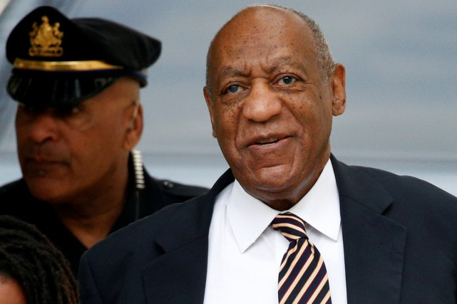 Bill Cosby à son arrivée au tribunal mercredi.... (PHOTO REUTERS)