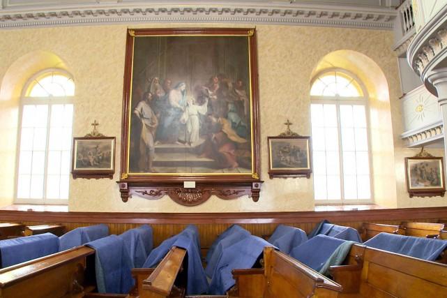 Quatre immenses tableaux ont été décrochés à l'église de... (Télé-Québec)
