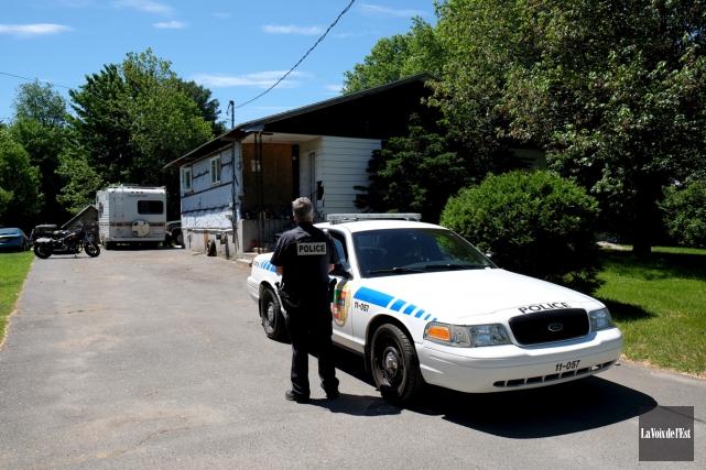 Les policiers de Granby ont démantelé une serre... (Alain Dion, La Voix de l'Est)