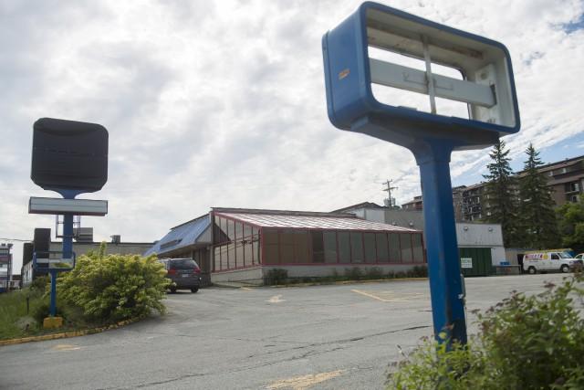 Des travaux ont cours dans l'ancien Burger King... (Spectre Média, Julien Chamberland)