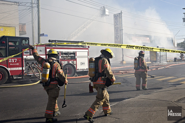 À l'arrivée des pompiers du Service de sécurité... (Patrick Sanfaçon, La Presse)