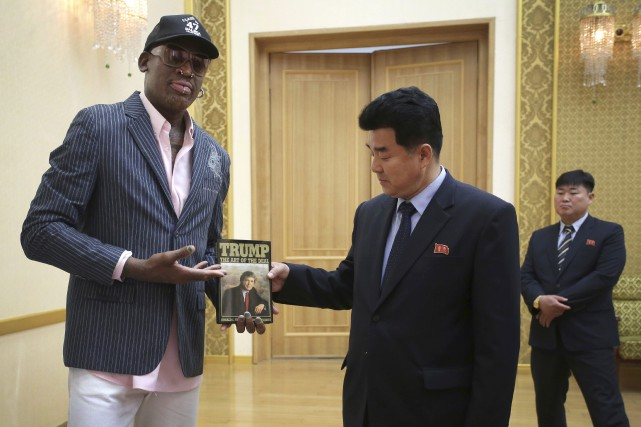 Dennis Rodman et Kim Il-Guk... (Photo Kim Kwang Hyon, Associated Press)