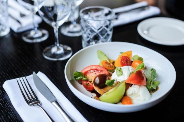 La salade caprese est impeccable. Les tomates ancestrales... (PHOTO ÉDOUARD PLANTE-FRÉCHETTE, LA PRESSE)
