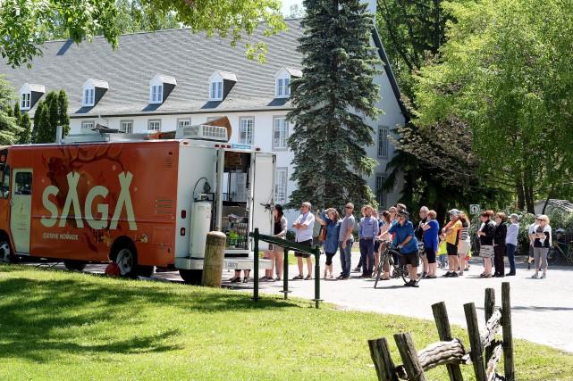 Le camion-restaurant du Sagamité était stationné au Domaine... (Le Soleil, Erick Labbé)