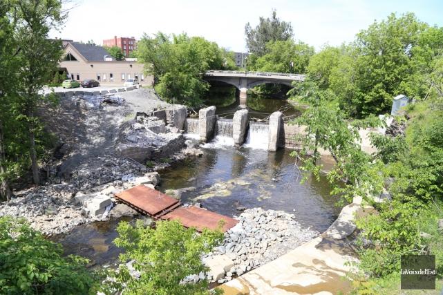 La reconstruction du barrage sur la rivière Yamaska... (Janick Marois, La Voix de l'Est)