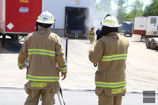 Un incendie a pris naissance dans un ballot... (Janick Marois, La Voix de l'Est)