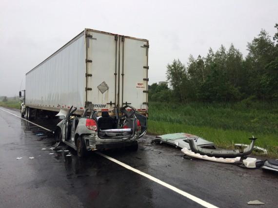 Une grave collision est survenue vendredi matin sur... (Photo Alain Dion)