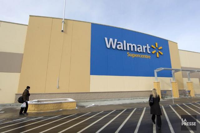 Walmart Canada a annoncé qu'il retirait de ses tablettes un vêtement pour bébé... (PHOTO ROBERT SKINNER, ARCHIVES LA PRESSE)