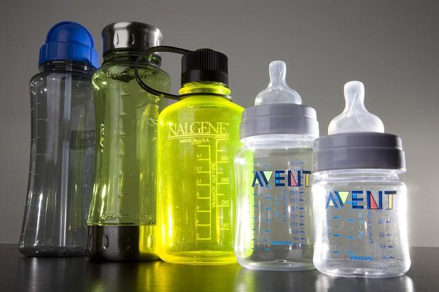 Des bouteilles qui contenaient du bisphénol A, photographiées... (Jonathan Hayward, archives PC)
