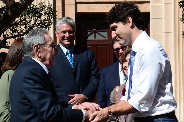 Justin Trudeau lors de sa rencontre avec Raul... (PHOTO ARCHIVES LA PRESSE CANADIENNE)