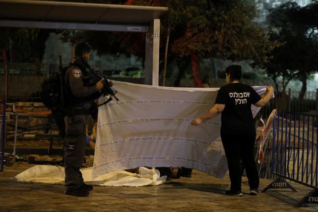 Deux assaillants ont ouvert le feu sur un... (Photo Ammar Awad, REUTERS)