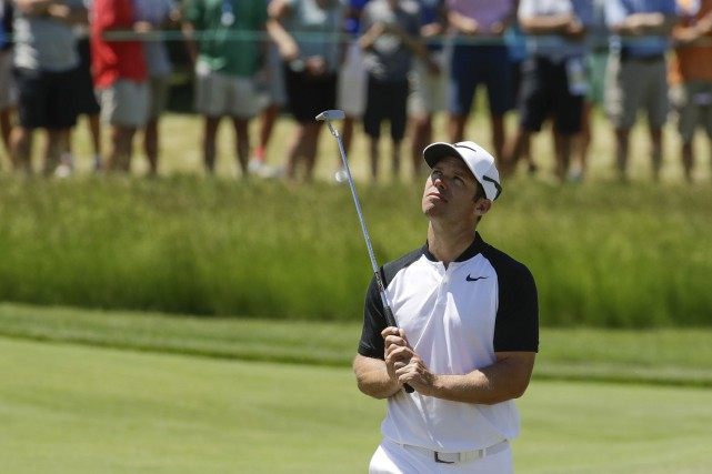 Paul Casey a terminé sa folle journée avec six... (Photo Charlie Riedel, AP)