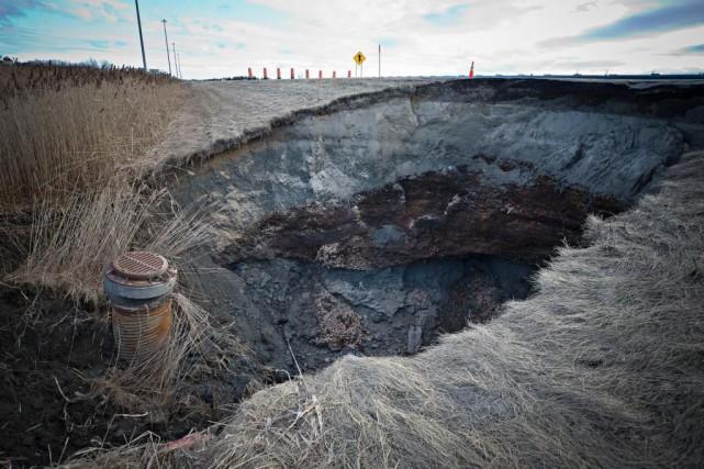 Le tronçon affaissé de l'autoroute25 à Saint-Roch-de-l'Achigan, dans... (PHOTO PATRICK SANFAÇON, LA PRESSE)