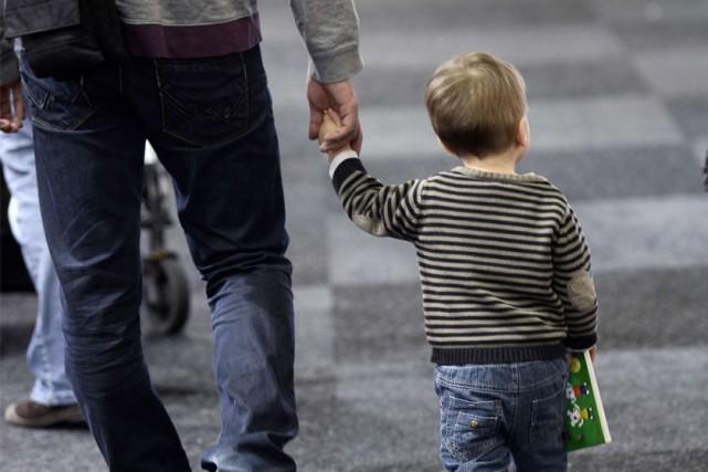 En ce jour de la fête des Pères, un sondage révèle que les hommes éprouvent de... (PHOTO archives AFP)