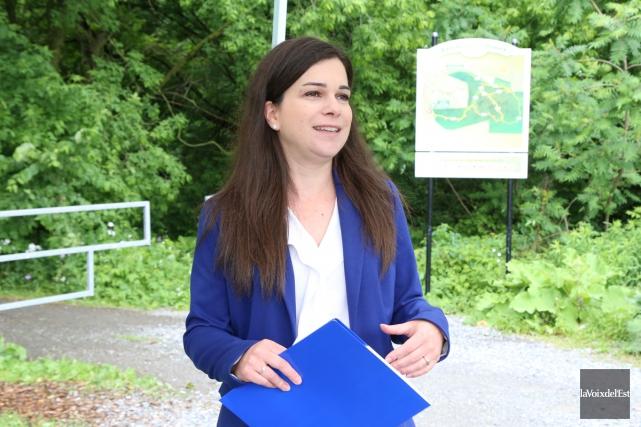 Julie Bourdon brigue les suffrages du district 3,... (Janick Marois, La Voix de l'Est)