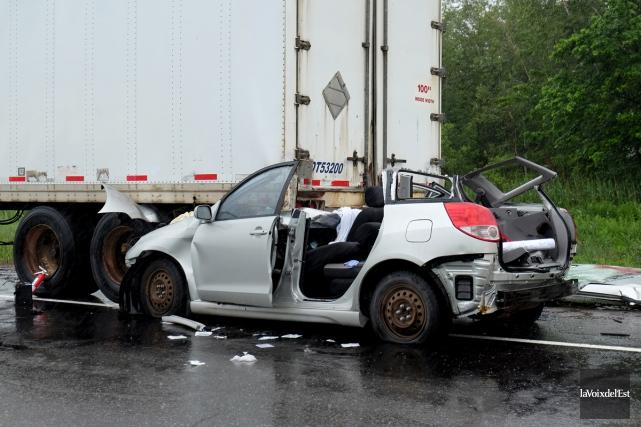 Le conducteur de la voiture a perdu la... (Alain Dion, La Voix de l'Est)