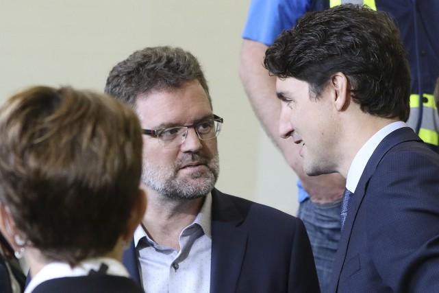 Le maire de Gatineau, Maxime Pedneaud-Jobin, et le... (Patrick Woodbury, Le Droit)