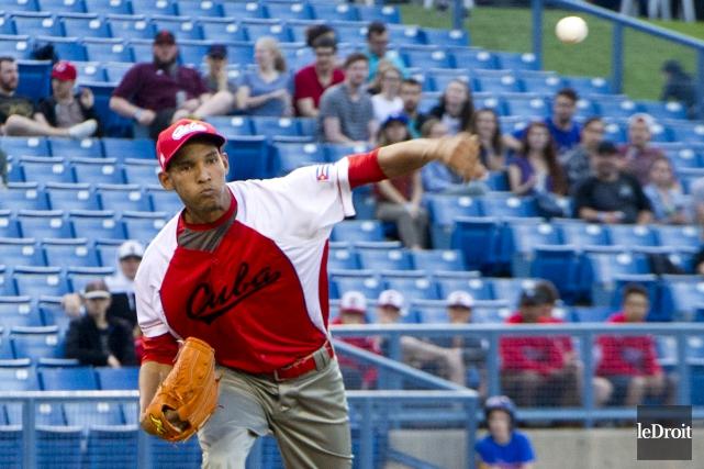 Le lanceur cubain Ulfrido Garcia a accordé 5... (Martin Roy, Le Droit)