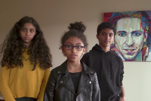 Les trois enfants de Raïf Badawi, blogueur saoudien emprisonné il y a... (Tirée de la vidéo)