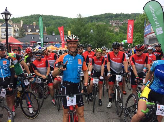 Pierre Lavoie a quitté Mont-Tremblant en compagnie des... (Photo Jonathan Hudon)