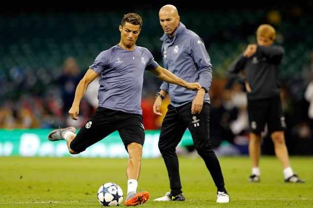 Cristiano Ronaldo et Zinédine Zidane à l'entraînement en... (Photo Frank Augstein, archives Associated Press)