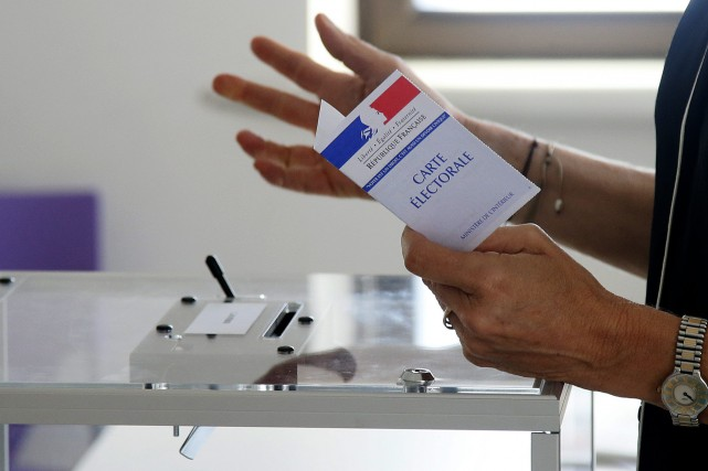 L'abstention record s'explique par la vague pro-Macron annoncée,... (PHOTO AP)