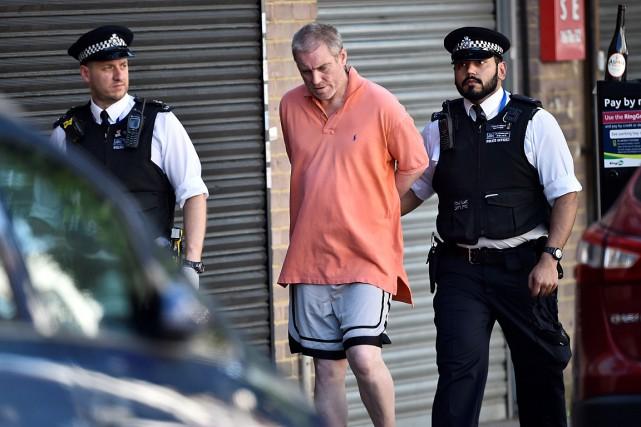 Selon la police, l'homme arrêté est âgé de... (PHOTO HANNAH MCKAY, REUTERS)