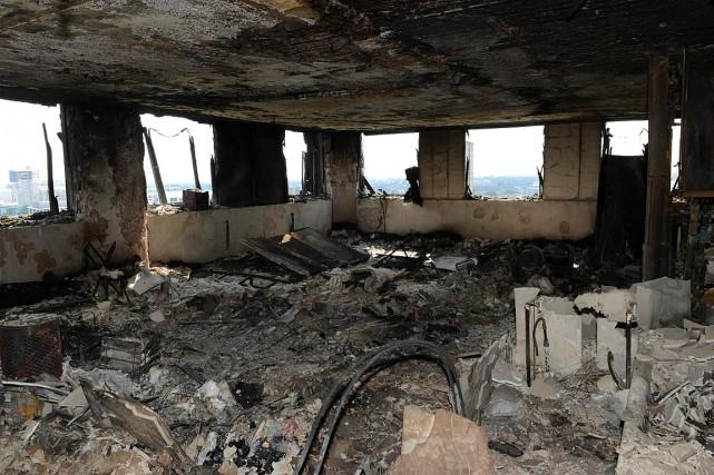 Une vue de l'intérieur de la tour Grenfell,ravagée... (PHOTO AFP/FOURNIE PAR LA POLICE)
