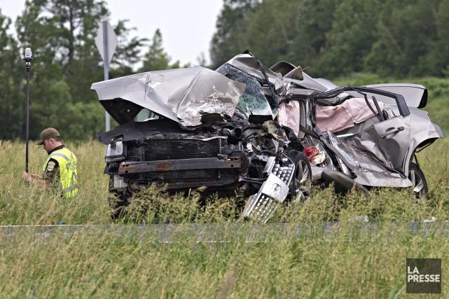 Selon les premières constatations, deux automobiles qui circulaient... (Photo Patrick Sanfaçon, La Presse)