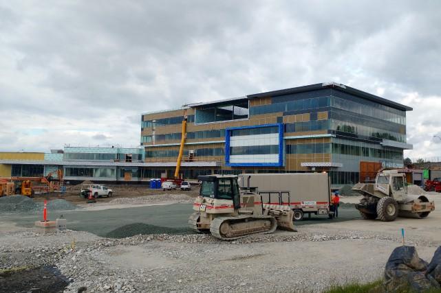 Un travailleur de la construction a été blessé lundi matin sur le chantier du... (Spectre Média, René Marquis)