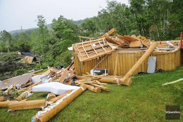 Environnement et Changement climatique Canada confirme qu'une tornade... (Photo Le Quotidien, Gimmy Desbiens)