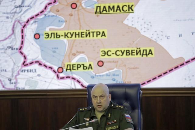 Le général Sergueï Sourovikine, qui dirige les forces... (PHOTO AP)