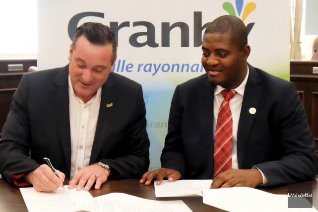 Le maire de Granby, Pascal Bonin, et le... (Alain Dion, La Voix de l'Est)