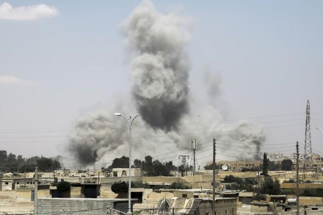 Les forces américaines sur place sont autorisées à... (AFP, Delil Souleiman)