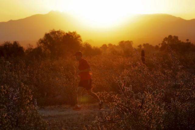 À Phoenix, un joggeur court en dépit de... (AP)