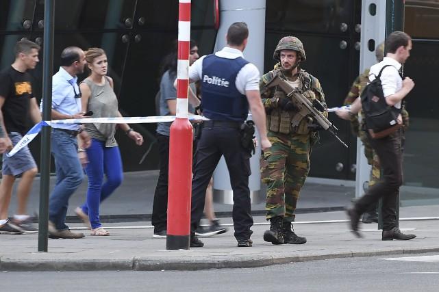 Les policiers ont rapidement bouclé le secteur de... (AFP, Emmanuel Dunand)