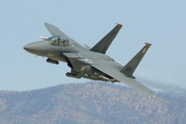 Un F-15 Strike Eagle américain a abattu un... (Archives AFP)